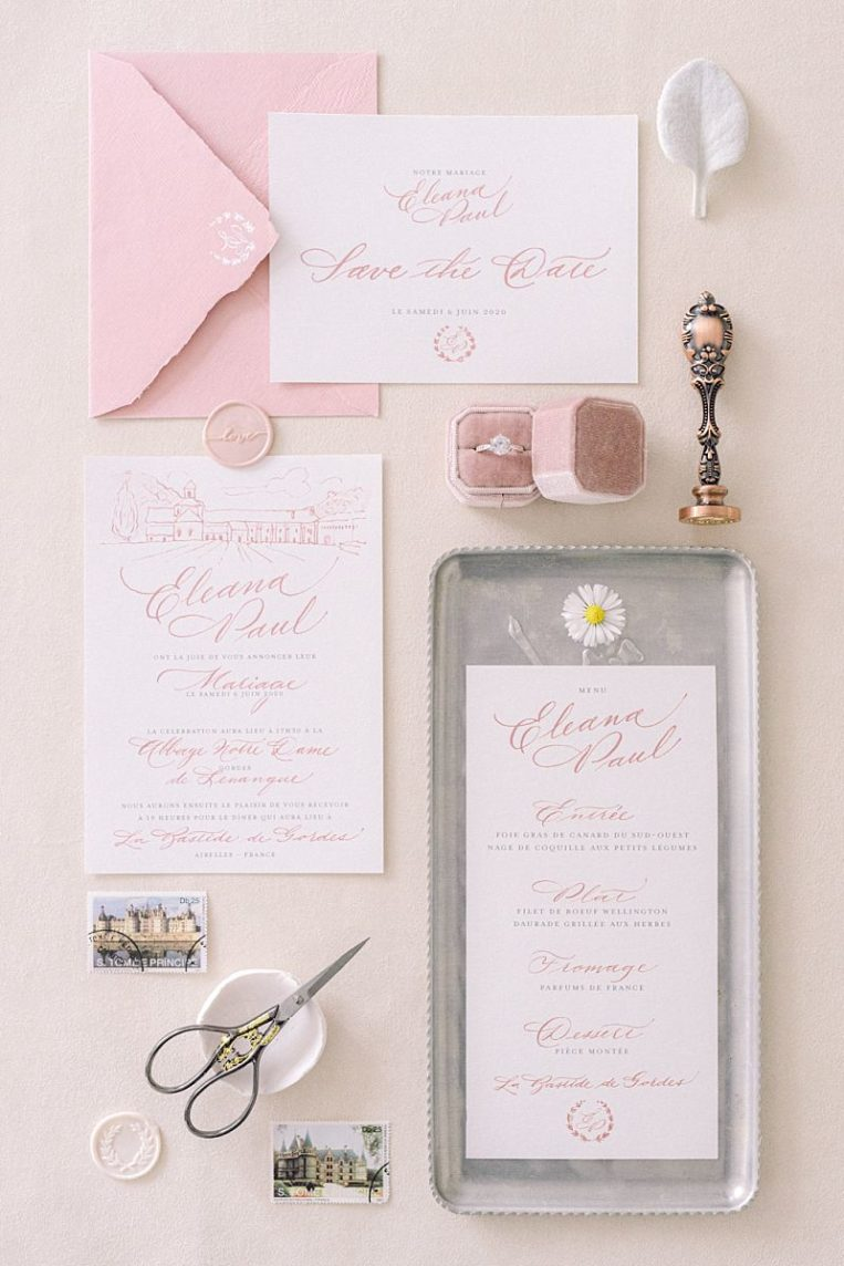 flat lays papeterie de mariage calligraphie