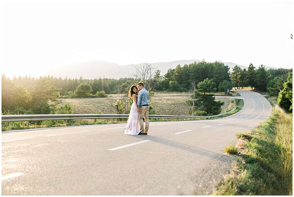 engagement session provence on the road